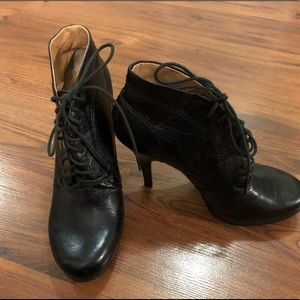 Nine West Tie Up Leather Booties in Black Size 6